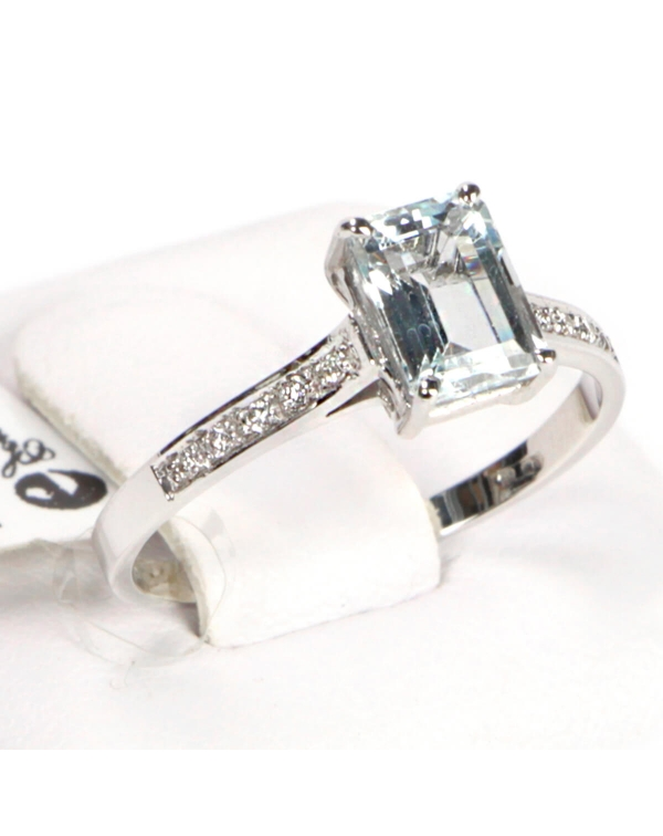 White Gold Aquamarine Ring and Diamonds