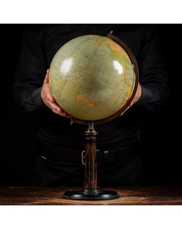 The Paramount Globe